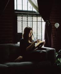Aura reading Maarit Verronen (Pimeästä Maasta, 1995) from the Reading Women series , Carrie Schneider