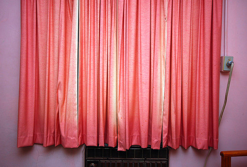 20140305151100-1_bertrand_gilling_gallery_-gal-gillig_ayline_olukman_the-curtain-2011