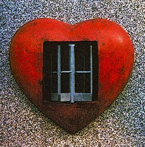 20150307000618-_bette_linderman_2012-_revolving_door_heart