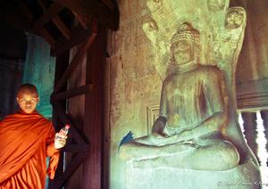20140707062211-angkor_monk