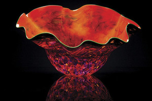 20151202082814-chihuly__chili_macchia_with_peridot_lip_wrap__2012__hand_blown_glass__21_x_35_x_34_in__non_56