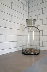 20160428133607-decanter_bathroom