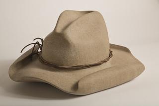 Hat, Robin Antar
